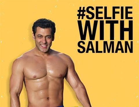 Selfie-with-Salman-Contest_Mahatma-Gandhi-Road_Bangalore_0