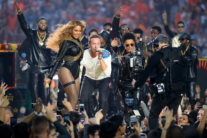 Super Bowl 2016, Super Bowl 50, Super Bowl Updates, Beyhonce At Super Bown, Entertainment News, Fashion Blogs, Top Male Fashion Blogs, Top Mens Fashion Blogs, Dapper, StyleRug, Mens Fashion Blogs India