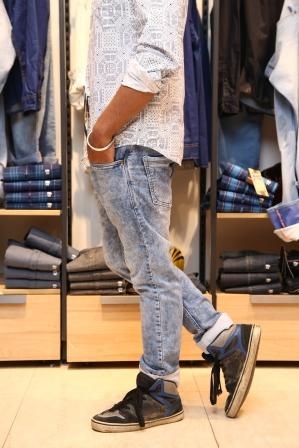 John Players PlayUnscripted, John Players Jeans, Washed Denim, Laser Print Denims, Mens Wear, Denims This Season, Denim Look, Mens Clothing, Mens Styling, Mens Style, Fashion Blogs India, Mens Fashion Blogs India, Fashion Stylists
