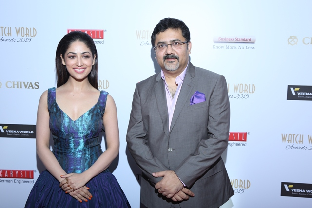 Actress Yami Gautam & Mitrajit Bhattacharya, President & Publisher, Chitralekha Group & Creator of Watch World Awards
