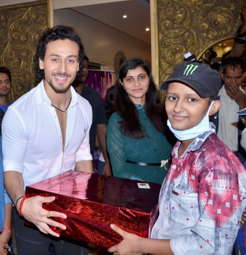 Tiger Shroff, Tiger Shroff Movies, Tiger Shroff Body, Tiger Shroff Workout, StyleRug, Bollywood News, Bollywood Update, Bollywood Hungama, Miss Malini