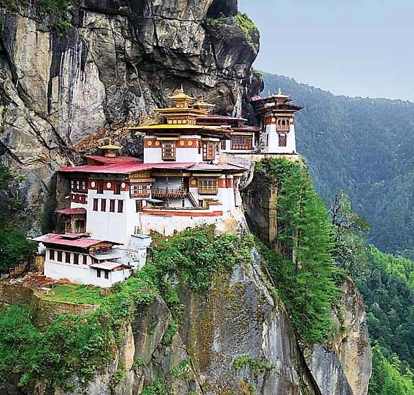 Punakha Dzong, Tiger Monestary, Gangtey Valley, Buddha Dordenma, Bhutan Guide, Bhutan Tourism, Travel Blogs India, Travel Bloggers, Travel Blogs, Bhutan Travel Guide, Bhutan Visa Price, Places To See In Bhutan