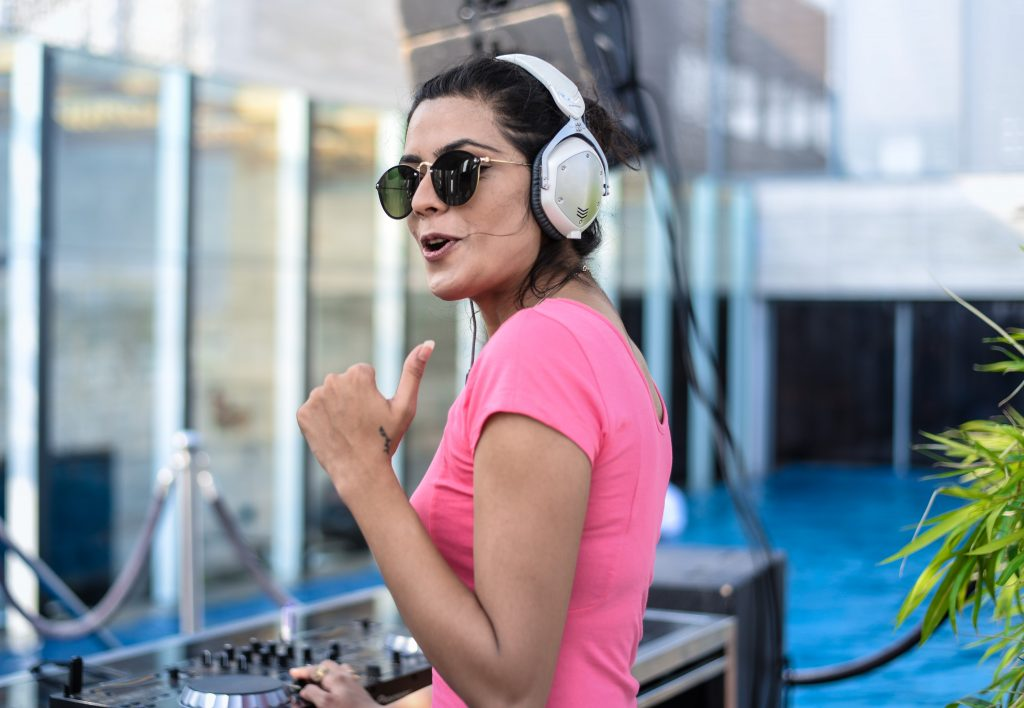 Female DJ in Pune, Female DJ India, Female DJ Mixing, Female Dj attire, Female DJ agency, Female DJ SOng, Stylerug, Eshna, Virat Kohli, Priya Chakraborty, Hot Indian Models, Hot Models India, Top Female DJs, Hot Female DJs, Best Female Djs